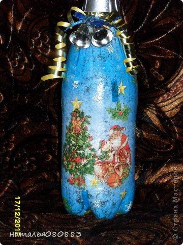 вот такие бутылочки я приготовила к новогоднему столу, знаю, недочетов много, но это для себя, так что терпимо, главное красиво. Одну из бутылочек я уже выставляла ранее https://stranamasterov.ru/node/467219, но сейчас она уже покрыта лаком фото 2