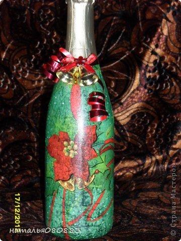вот такие бутылочки я приготовила к новогоднему столу, знаю, недочетов много, но это для себя, так что терпимо, главное красиво. Одну из бутылочек я уже выставляла ранее https://stranamasterov.ru/node/467219, но сейчас она уже покрыта лаком фото 4