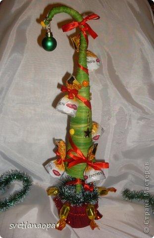 Мои новые поделки:кофейная змейка и конфетная ёлочка. фото 4