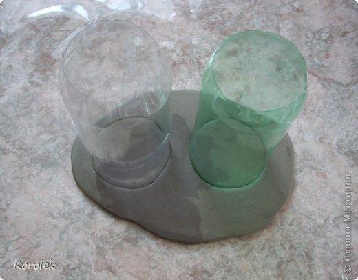Здравствуйте!!Вот такие вазочки из гипса я сделала с помощью обычных бутылок от сладкой воды и пластилина. Вазы сделаны уже давно,только сейчас наконец сфотографировала  Заодно решила сделать МК,может кому нибудь пригодится фото 18