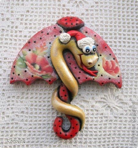 Здравствуйте,все гости моей странички!!Ранее я уже показывала своих первых змеек на зонтах в этой работе https://stranamasterov.ru/node/467739 ,теперь выставляю на ваш суд вторую часть своих новогодних змеек Вот такие они у меня получились  фото 15