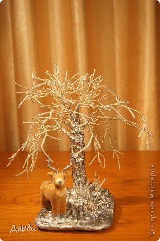 Несколько раз красила ствол. Как вы думаете, может быть он слишком активный и его надо приглушить белым (заснежить)? Так похоже на ледяное дерево. Очень рада буду услышать советы.