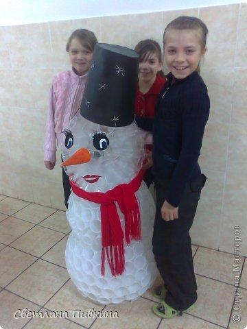 Увидела здесь снеговика из стаканчиков и уж очень захотелось сделать! ) Вот такой у нас получился снеговик! фото 2