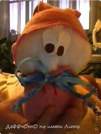 Такой снеговичок у меня получился. Сидела я как-то в четверг (20.12.2012) без дела. Уроки были сделаны ,собака выгуленная была....  Ну вообщем я вспомнила МК из СМ снеговичка и смастерилось у меня  такое чудо!
