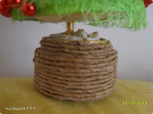 На деревянную палочку нанизываем кусочки сизаля, украшаем бусинами и бантом из ленточки))) фото 16