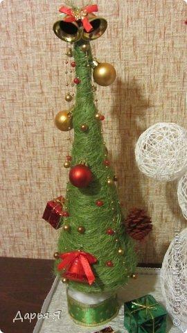 В школе у сына намечается конкурс новогодних поделок, и от учительницы (https://stranamasterov.ru/node/482636) поступил конкретный заказ - снеговик из ниток. Вот что получилось фото 2
