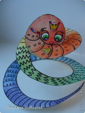 Сделать змеек, которые умеют крутиться и сворачиваться в клубок, очень легко. фото 1