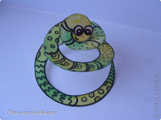 Сделать змеек, которые умеют крутиться и сворачиваться в клубок, очень легко. фото 7