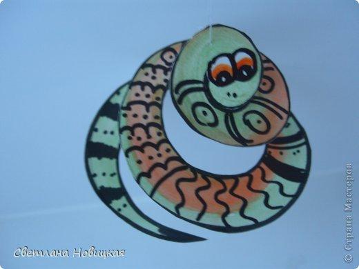 Сделать змеек, которые умеют крутиться и сворачиваться в клубок, очень легко. фото 8