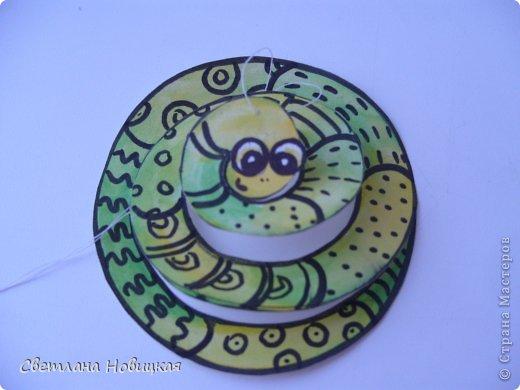 Сделать змеек, которые умеют крутиться и сворачиваться в клубок, очень легко. фото 10