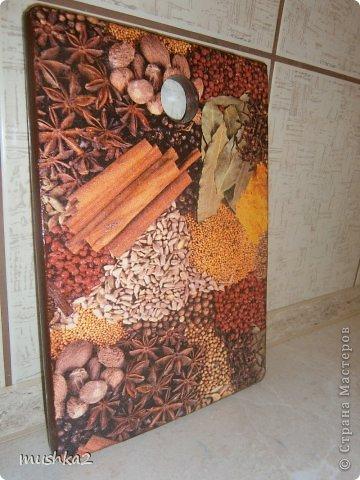 Деревянная досочка для кухни с интересным мотивом!