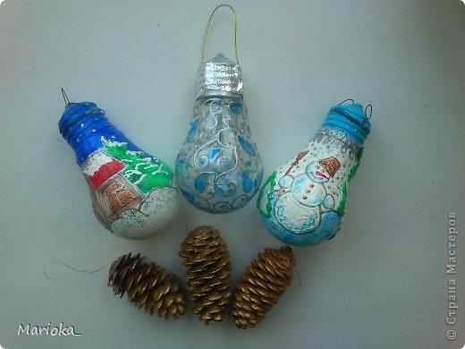 Вот такие новогодние лампочки получились для офисной новогодней елки. Идея не нова, конечно, но таких игрушек у нас еще не было. Лампочки купила специально, так как уже нет в доме ламп накаливания, а какой это благодатный материал! фото 3