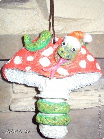 Здравствуйте мастерицы!В преддверии Нового года ,налепили с Данусей сувенирчиков из соленого теста,для друзей. фото 5