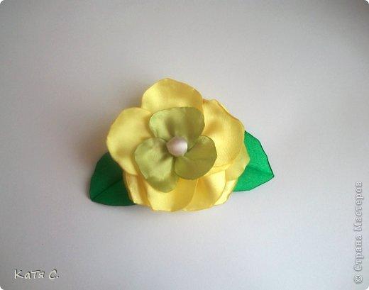 Разные цветы в технике Канзаши фото 7