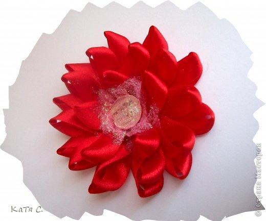 Разные цветы в технике Канзаши фото 9