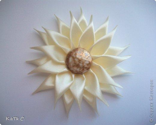 Разные цветы в технике Канзаши фото 12