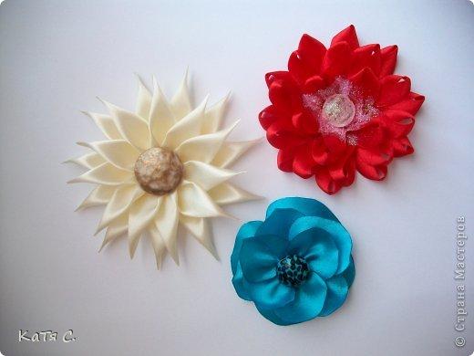 Разные цветы в технике Канзаши фото 13