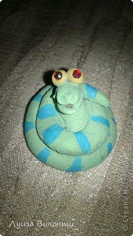 Симпатичная змейка к Новому 2013 году