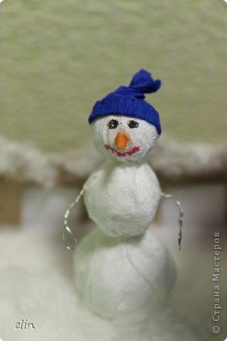 Вот такая зимняя композиция уже отнесена в дет.сад. Я уже одну композицию делала http://stranamasterov.ru/node/476666, но ее, по просьбам моих домашних, оставили дома. Но нельзя же было подводить воспитателя, вот вышла другая, зато делали вместе с дочей. фото 7