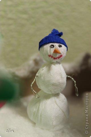 Вот такая зимняя композиция уже отнесена в дет.сад. Я уже одну композицию делала http://stranamasterov.ru/node/476666, но ее, по просьбам моих домашних, оставили дома. Но нельзя же было подводить воспитателя, вот вышла другая, зато делали вместе с дочей. фото 6