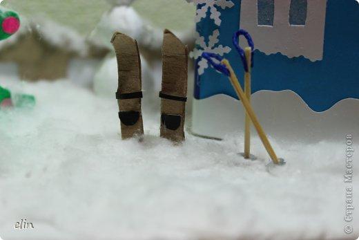 Вот такая зимняя композиция уже отнесена в дет.сад. Я уже одну композицию делала http://stranamasterov.ru/node/476666, но ее, по просьбам моих домашних, оставили дома. Но нельзя же было подводить воспитателя, вот вышла другая, зато делали вместе с дочей. фото 13