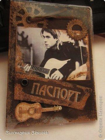 Скрапбукинг Аппликация обложка на паспорт с рок-певцом