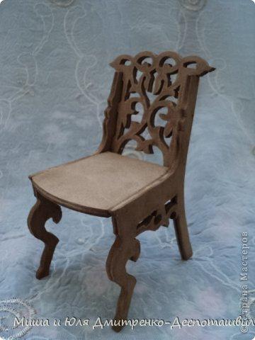 Миша продолжает делать мебель для кукол. К креслу-качалке (см. предыдущие записи) присоединились кресло обычное, стул и стол. фото 5