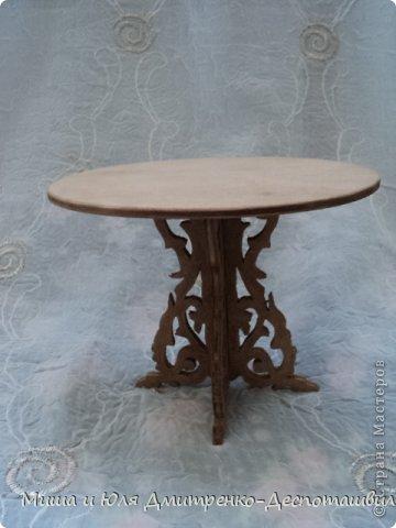 Миша продолжает делать мебель для кукол. К креслу-качалке (см. предыдущие записи) присоединились кресло обычное, стул и стол. фото 6