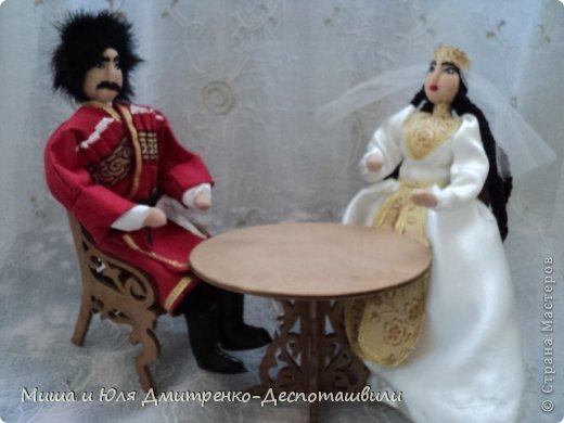 Миша продолжает делать мебель для кукол. К креслу-качалке (см. предыдущие записи) присоединились кресло обычное, стул и стол. фото 7