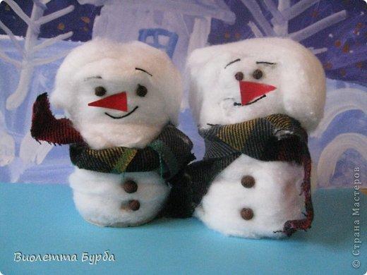 Хочу поделиться. Мои детки сделали на занятиях таких симпотяшных снеговичков. фото 1