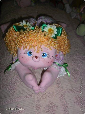 Добрый день или вечер!!! Нашла в интернете вот такую забавную куколку.Шьётся легко и быстро. Мне очень понравилась, может и вам пригодится. У меня получилась ростом см50.http://rucodelie.0bb.ru/viewtopic.php?id=264 фото 6