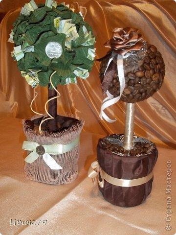 Для семьи наших друзей сделала такие деревца .Папе - денежное ,маме - кофейное ,а их сыну сладкая елочка) фото 7