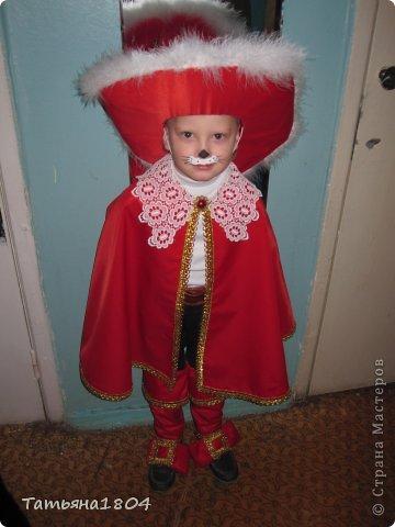 Сынульке на новогоднем утреннике дали роль Кота в сапогах. Честно говоря, костюм никогда не шила, пришлось что-то изобретать. И вот что получилось. Как мне кажется, мой сынуля выглядел на утреннике очень даже отлично!!! фото 1