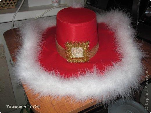Сынульке на новогоднем утреннике дали роль Кота в сапогах. Честно говоря, костюм никогда не шила, пришлось что-то изобретать. И вот что получилось. Как мне кажется, мой сынуля выглядел на утреннике очень даже отлично!!! фото 3