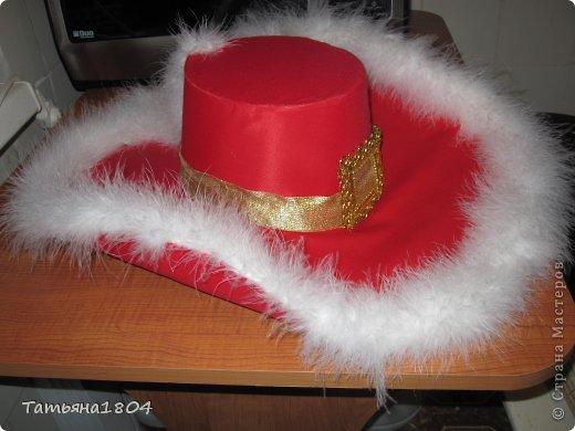 Сынульке на новогоднем утреннике дали роль Кота в сапогах. Честно говоря, костюм никогда не шила, пришлось что-то изобретать. И вот что получилось. Как мне кажется, мой сынуля выглядел на утреннике очень даже отлично!!! фото 4
