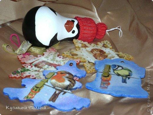 Для своих коллег к Новому году приготовила и подарила небольшие подарочки.Деревянные заготовки,перегоревшие лампочки,салфетки-всё пошло в дело. фото 1