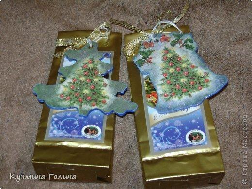 Для своих коллег к Новому году приготовила и подарила небольшие подарочки.Деревянные заготовки,перегоревшие лампочки,салфетки-всё пошло в дело. фото 5