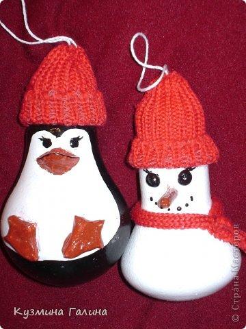 Для своих коллег к Новому году приготовила и подарила небольшие подарочки.Деревянные заготовки,перегоревшие лампочки,салфетки-всё пошло в дело. фото 15