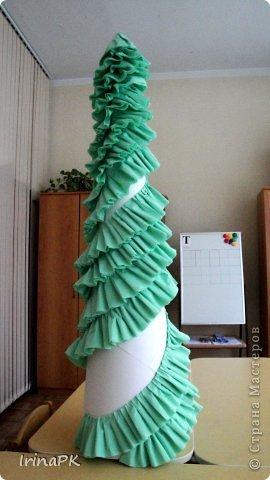 В детском саду объявили конкурс креативных елок. Каждая группа и специалисты должны представить елку высотой не менее 1 метра. Вот что получилось. фото 4