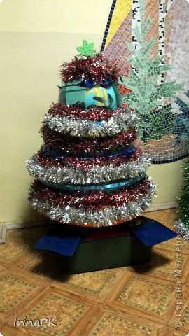 В детском саду объявили конкурс креативных елок. Каждая группа и специалисты должны представить елку высотой не менее 1 метра. Вот что получилось. фото 12