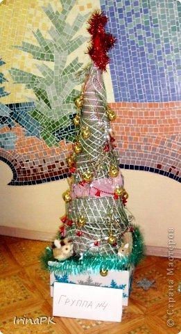 В детском саду объявили конкурс креативных елок. Каждая группа и специалисты должны представить елку высотой не менее 1 метра. Вот что получилось. фото 20