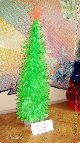 В детском саду объявили конкурс креативных елок. Каждая группа и специалисты должны представить елку высотой не менее 1 метра. Вот что получилось. фото 15