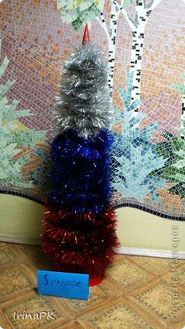 В детском саду объявили конкурс креативных елок. Каждая группа и специалисты должны представить елку высотой не менее 1 метра. Вот что получилось. фото 19