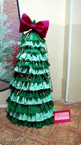 В детском саду объявили конкурс креативных елок. Каждая группа и специалисты должны представить елку высотой не менее 1 метра. Вот что получилось. фото 18