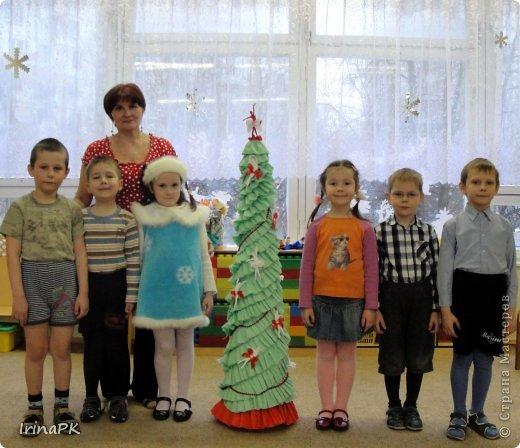 В детском саду объявили конкурс креативных елок. Каждая группа и специалисты должны представить елку высотой не менее 1 метра. Вот что получилось. фото 2