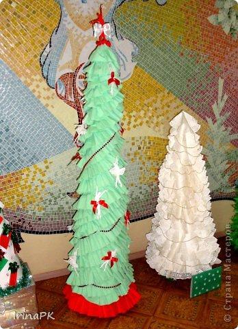 В детском саду объявили конкурс креативных елок. Каждая группа и специалисты должны представить елку высотой не менее 1 метра. Вот что получилось. фото 24