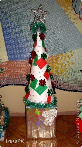 В детском саду объявили конкурс креативных елок. Каждая группа и специалисты должны представить елку высотой не менее 1 метра. Вот что получилось. фото 11