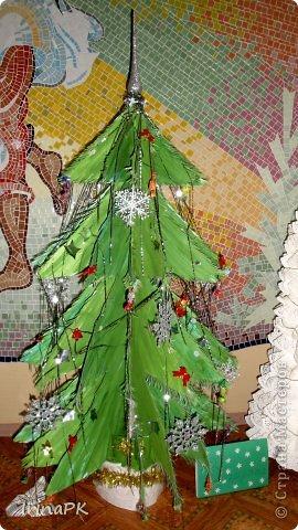 В детском саду объявили конкурс креативных елок. Каждая группа и специалисты должны представить елку высотой не менее 1 метра. Вот что получилось. фото 23