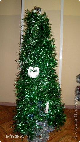 В детском саду объявили конкурс креативных елок. Каждая группа и специалисты должны представить елку высотой не менее 1 метра. Вот что получилось. фото 22