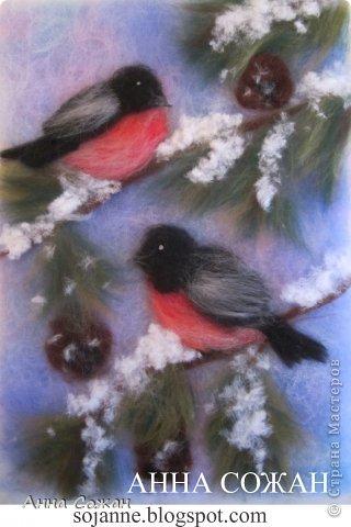 """Здравствуйте дорогие друзья! Поздравляю Вас с Новым Годом! Желаю счастья, любви, душевного равновесия, творческого настроения и самое главное здоровья!!!  Вот такая картина получилась в подарок! Называется """" Зимнее настроение"""". Ведь по появлению снегирей можно судить ,что зима вступила в свои права!!! Картина нарисована овечьей шерстью."""
